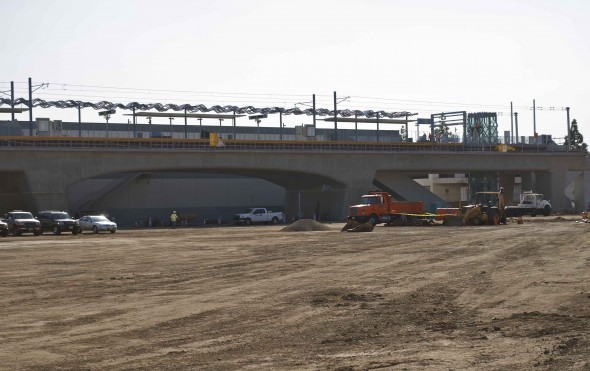 La estación aérea Culver City en la esquina de Venice/Robertson. Las obras se llevan a cabo en la plaza de transporte y en el estacionamiento para la Línea Expo (Foto Steve Hymon/Metro)