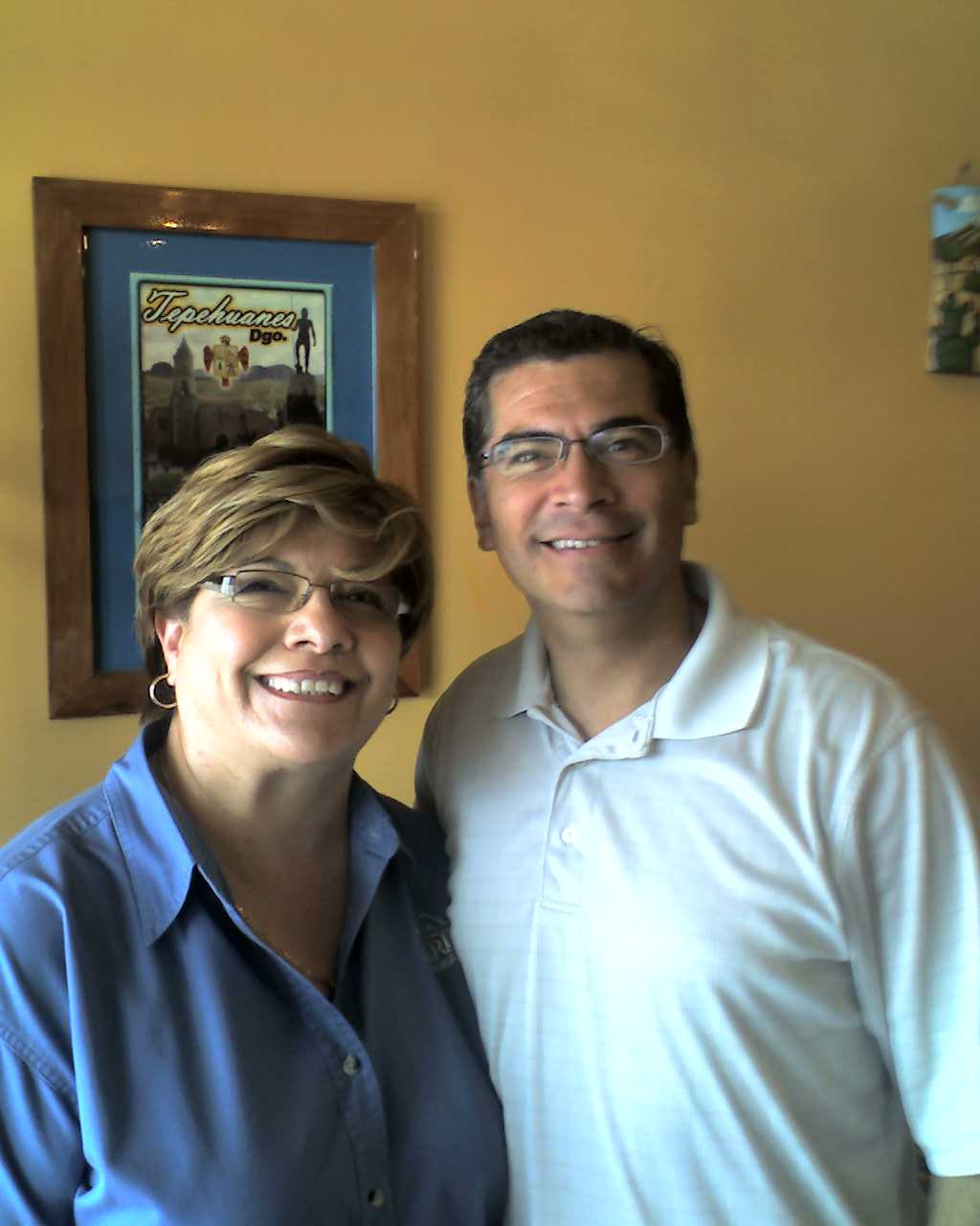 Tayde García y el Representante Federal Xavier Becerra.