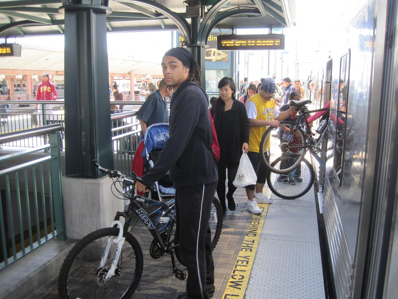 En la plataforma de la Línea Dorada del Metro en Union Staiton.