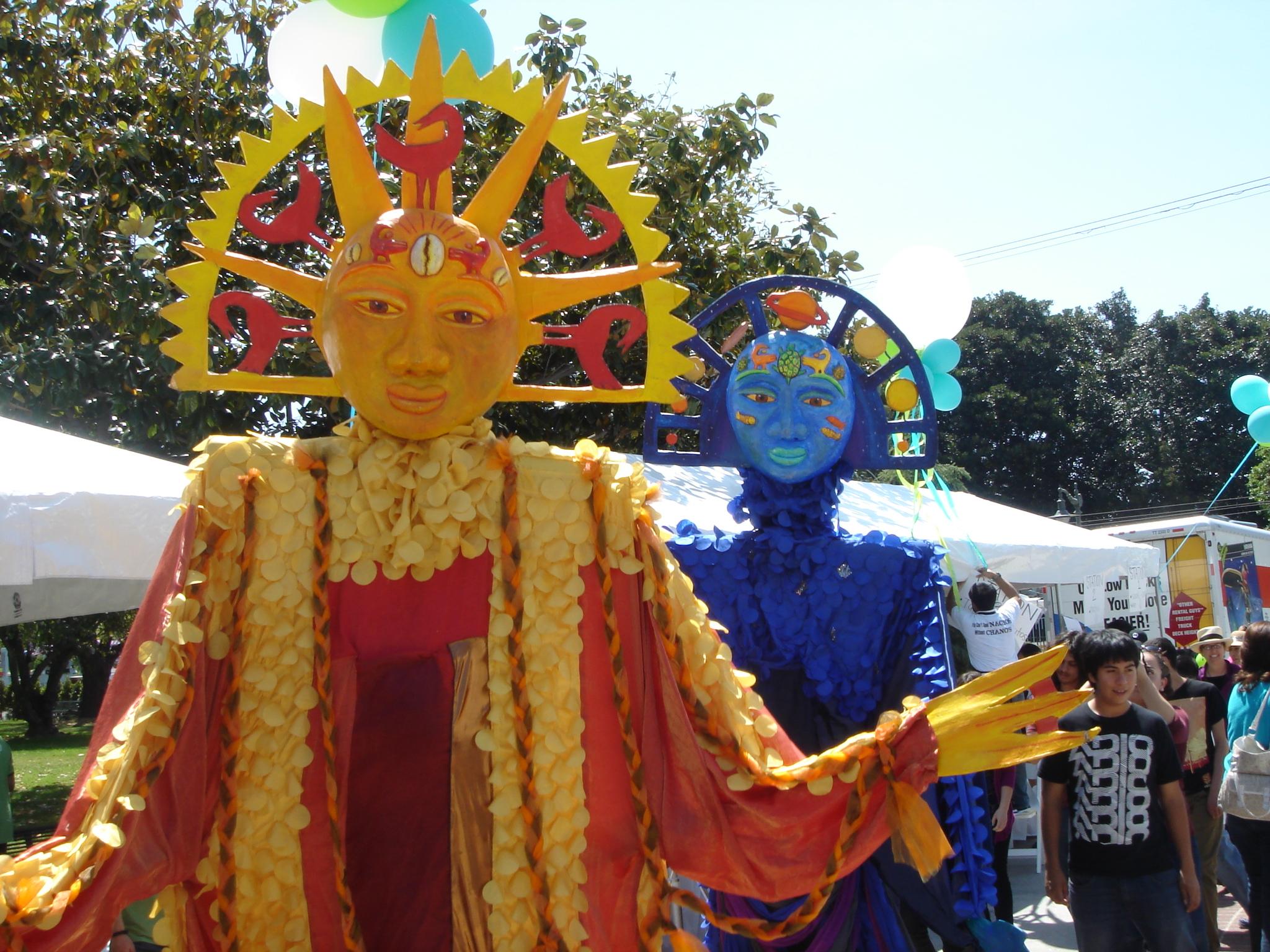 Hasta algunos gigantes estuvieron presentes en la estación Expo Park/USC. (Foto José Ubaldo/El Pasajero).