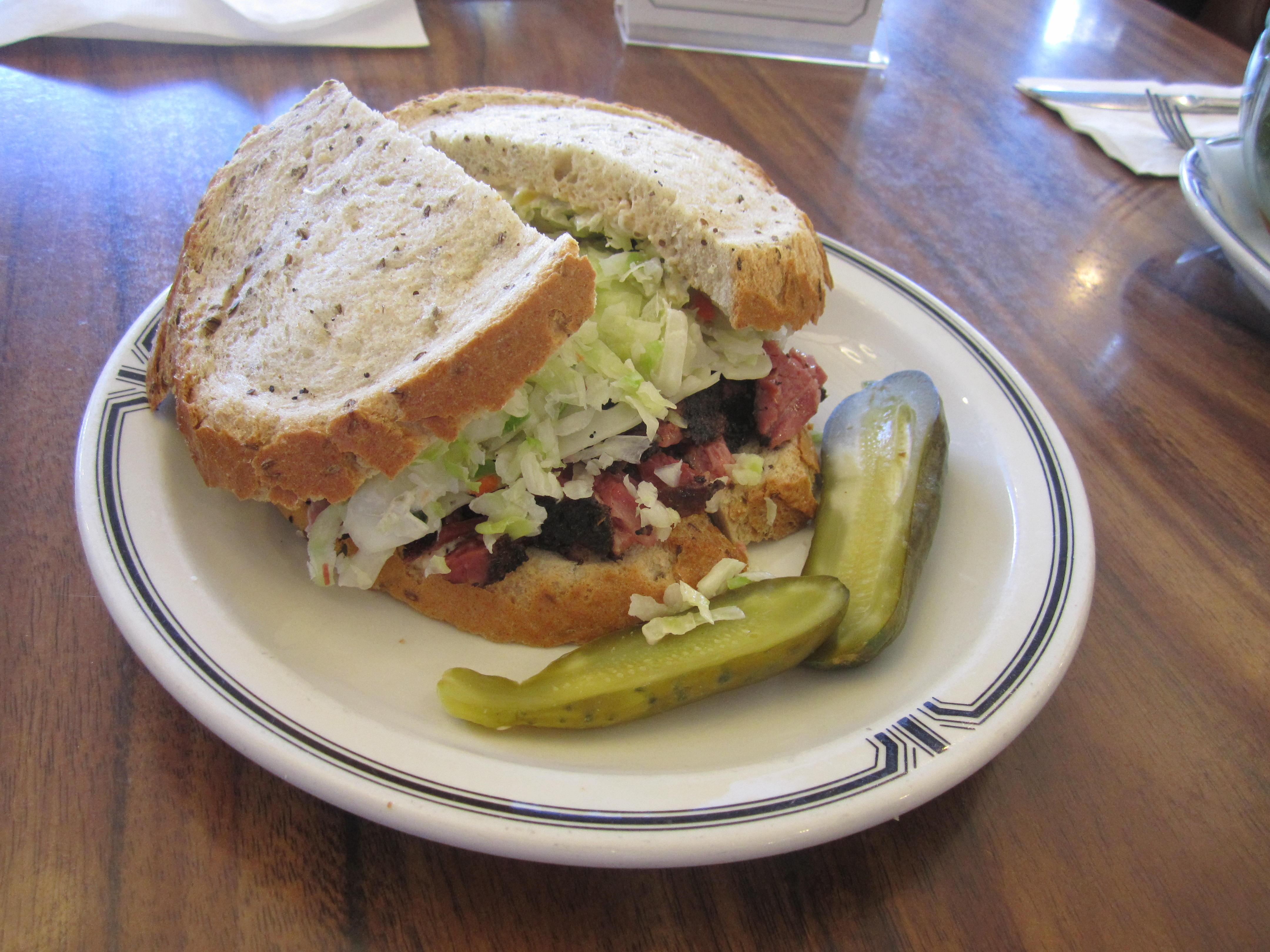 El famoso sándwich #19, que le ha dado fama mundial a Langer's. (Foto María Luisa Arredondo/El Pasajero).