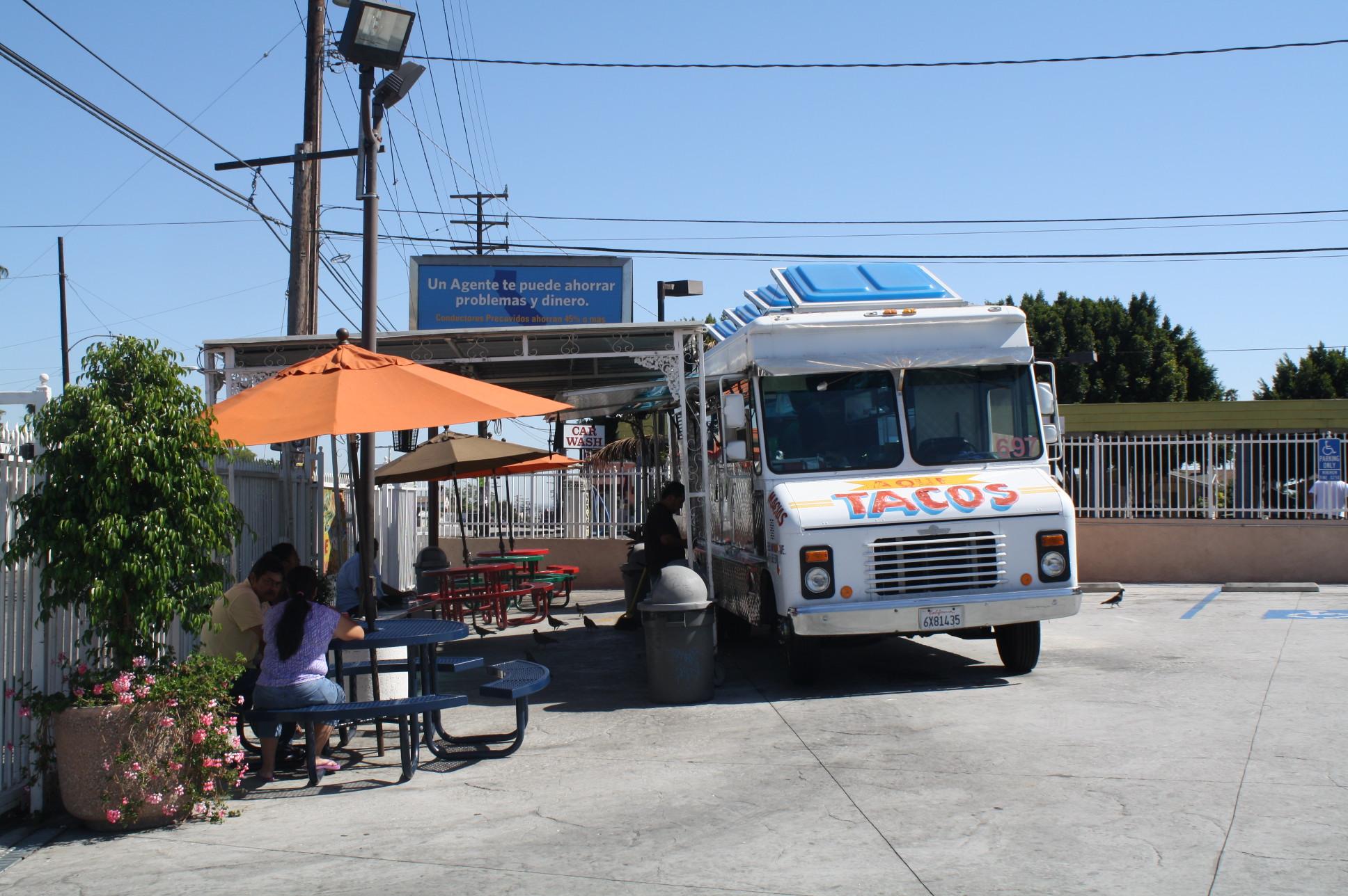 La camioneta de comida es para las personas que van de prisa  (Foto Agustín Durán/El Pasajero)