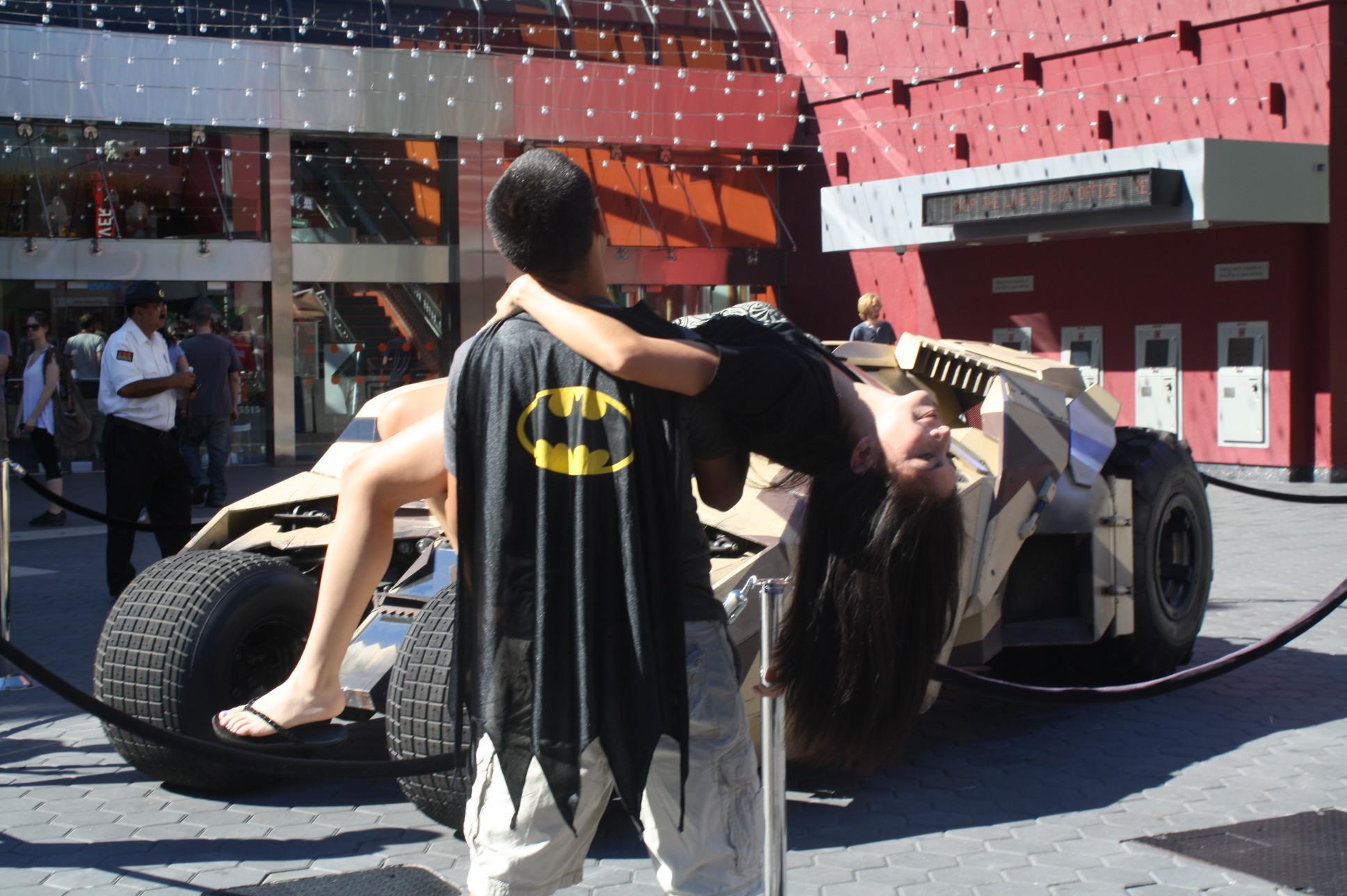 A City Walk llegaron muchas personas con su playera de Batman, pero otros no pudieron resistir y portaron su capa también. (Fotos Agustín Durán/ El Pasajero).