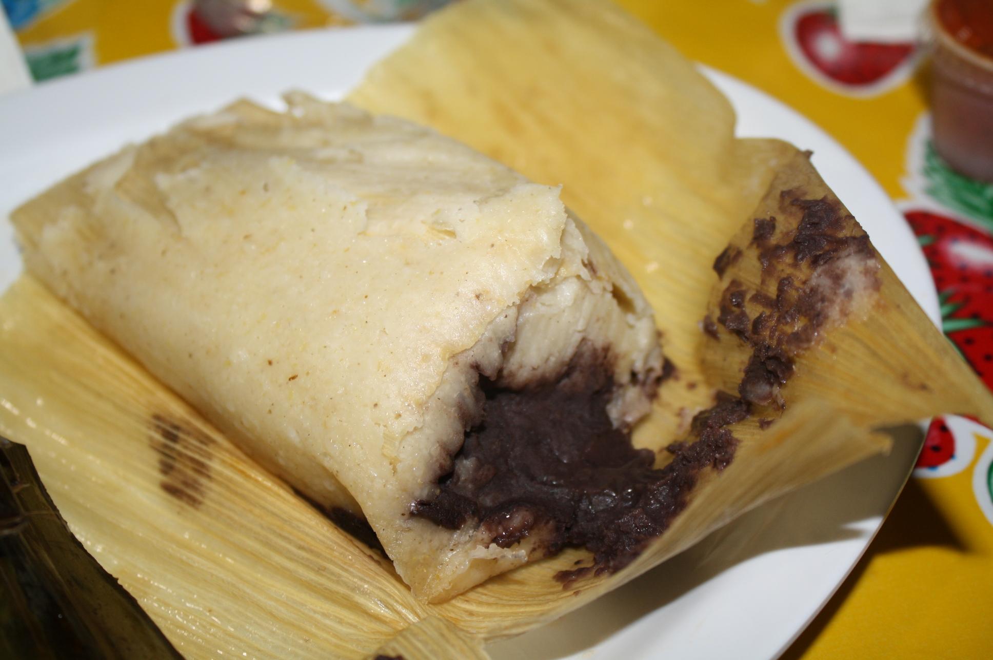 Tamal de frijol del restaurante Oaxacalifornia. (Foto de Agustín Durán/El Pasajero)