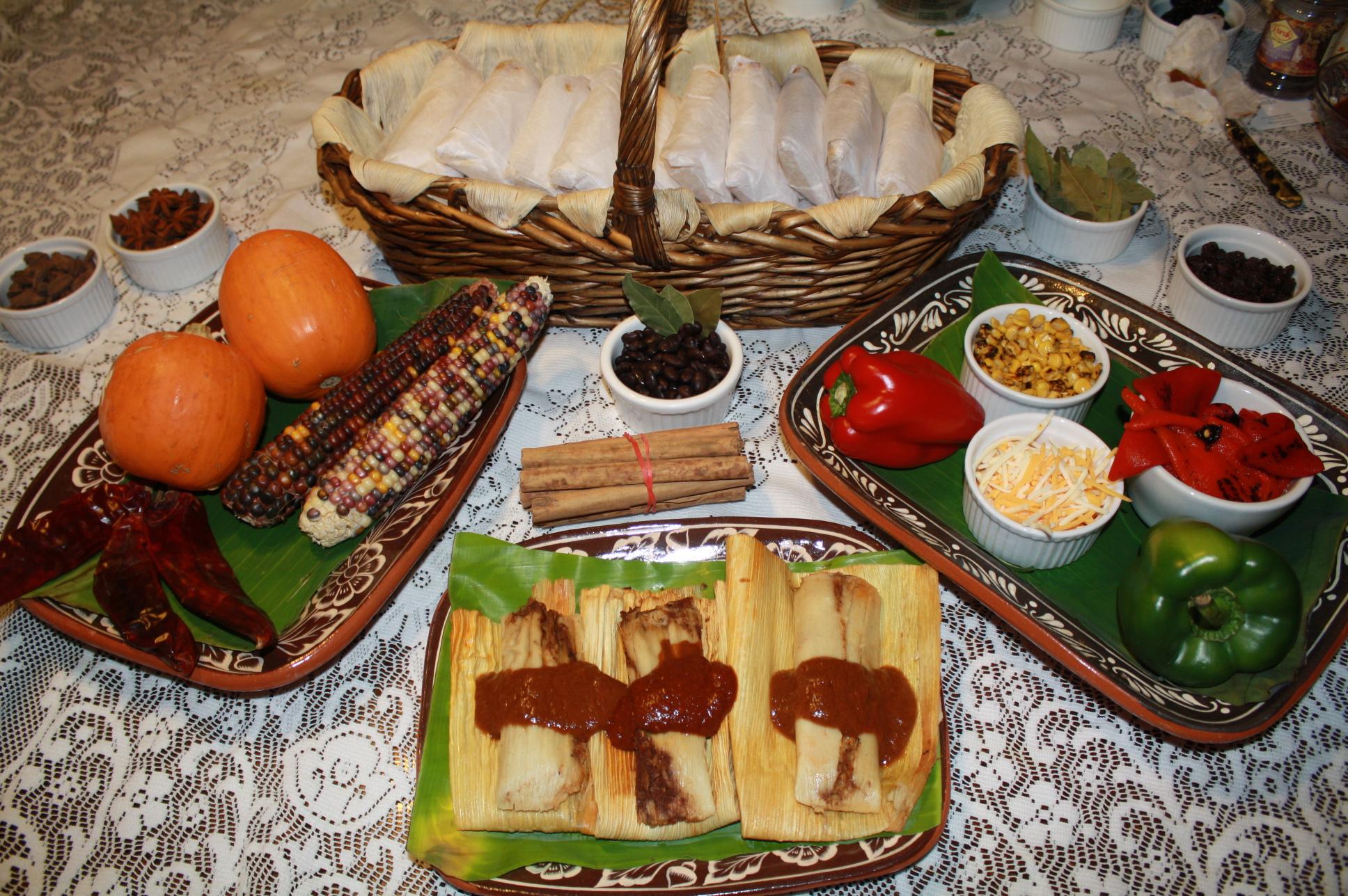 Algunos de los ingredientes que se utilizan para preparar los tamales vegetarianos y los tamales Vegans. (Foto de Agustín Durán/El Pasajero).