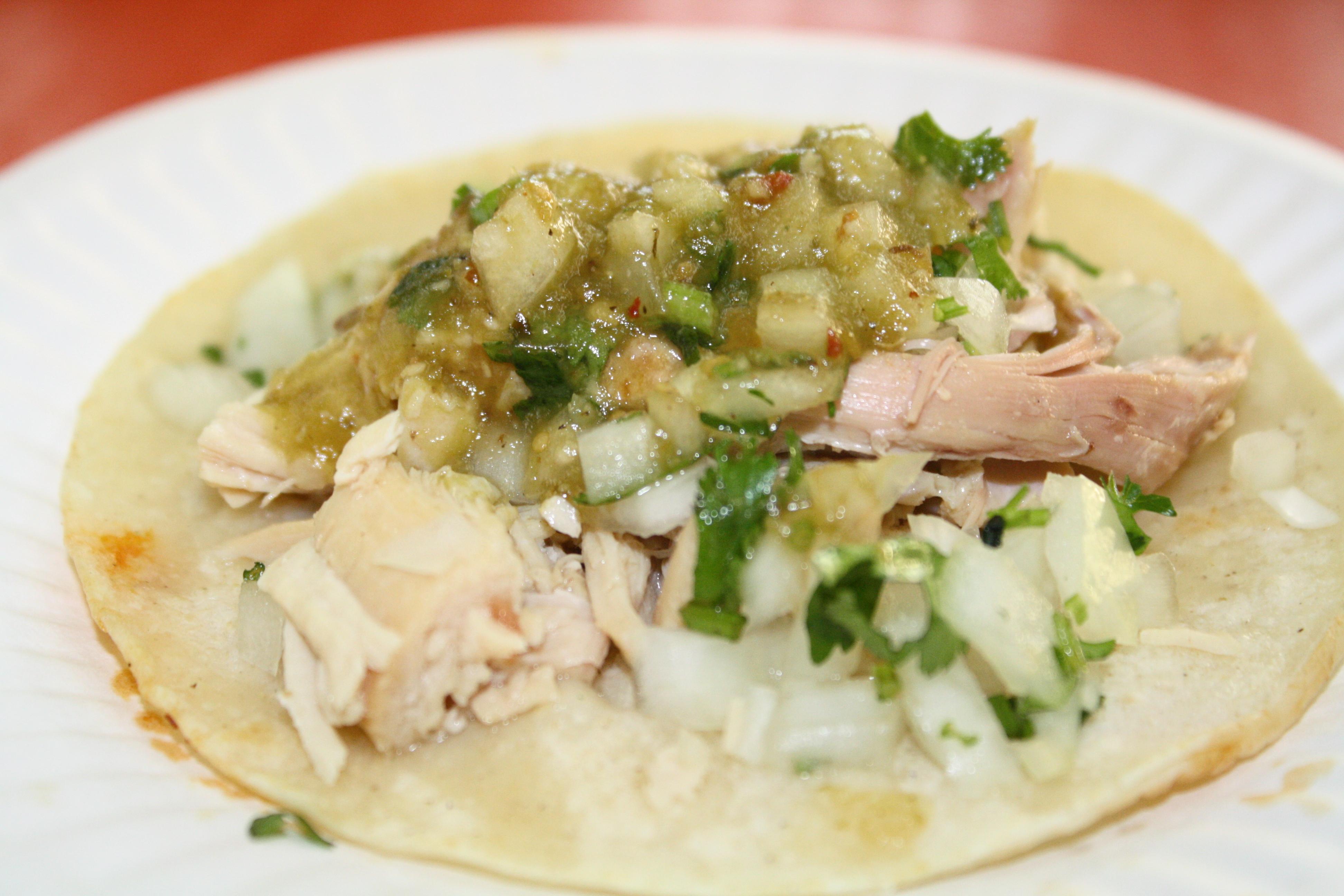 Taco de pollo con salsa verde (Foto de Agustín Durán/El Pasajero).