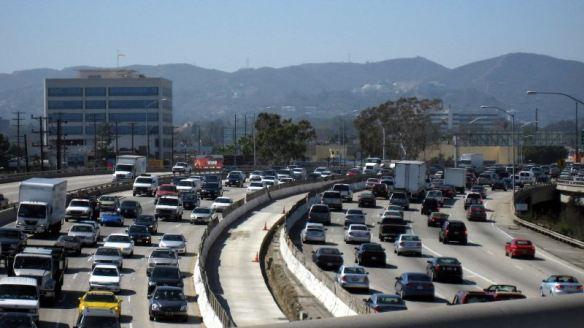 El tráfico en la autopista I-405. Foto de malingering, vía Flickr creative commons.
