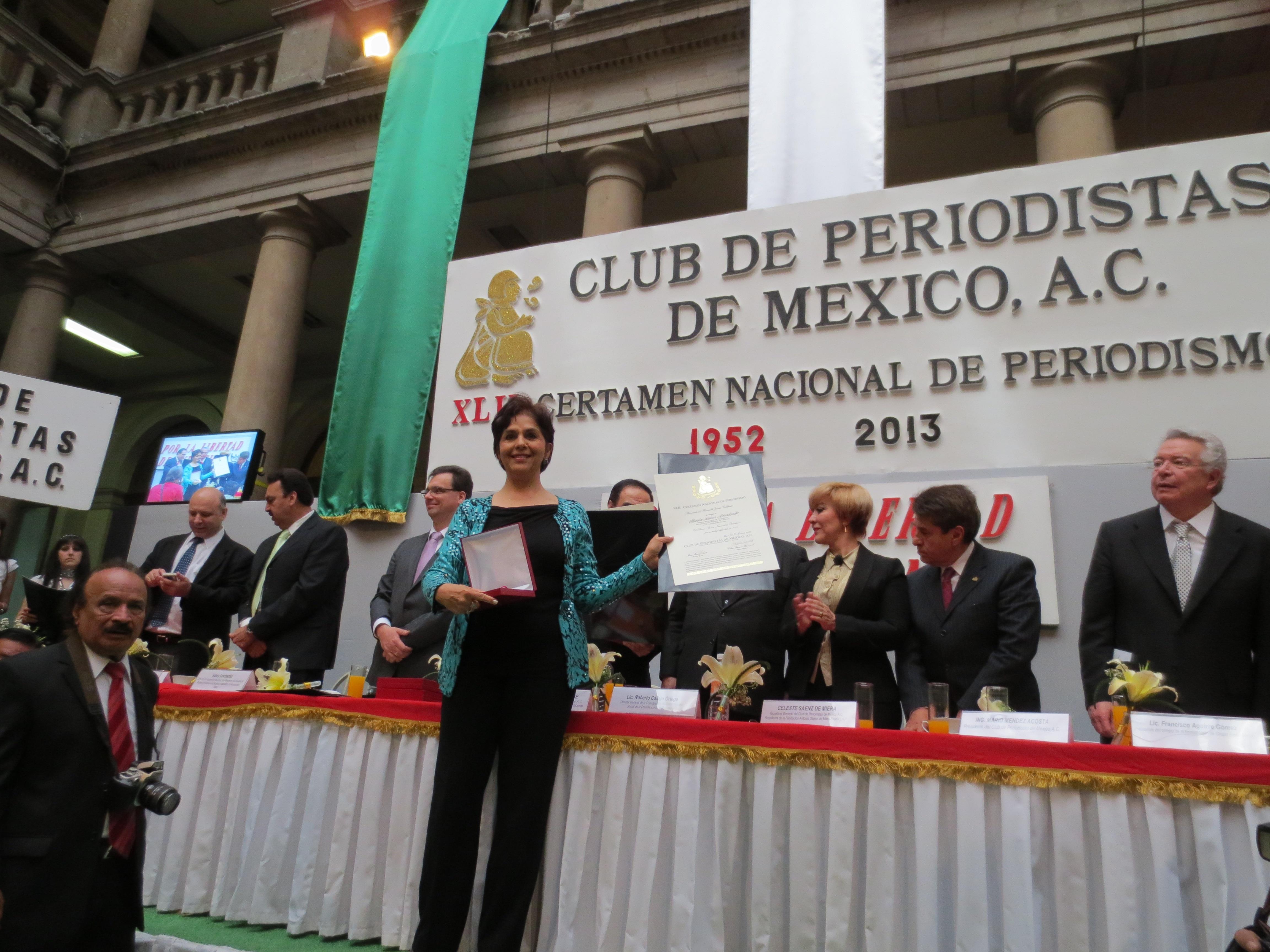El Club de Periodistas de México premió a nuestra reportera María Luisa Arredondo como