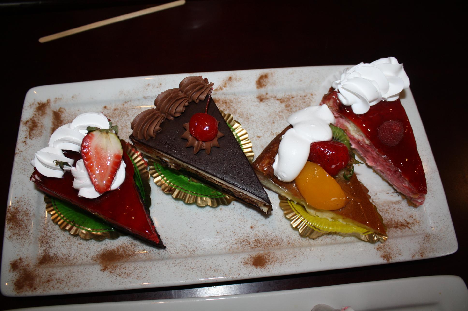 Es difícil describir la presencia y sabor de los pastelillos conocidos como chess cakes. Hay de más de una docena de sabores, pero los de fresa, 4 leches, frutas y caramelo son los más populares. (Foto de Agustín Durán/El Pasajero).