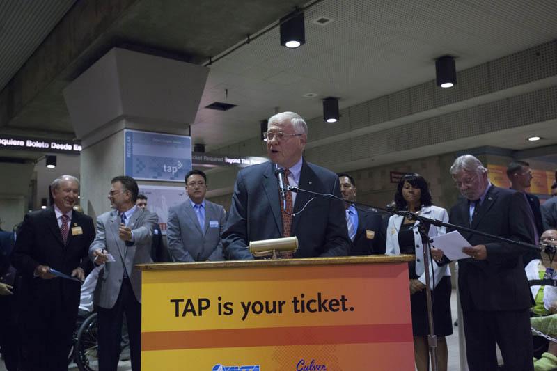 Michael D. Antonovich, presidente de la Junta de Directores de Metro y Supervisor del condado de Los Angeles durante el evento de prensa en Union Station. Foto Josh Southwick/Metro)