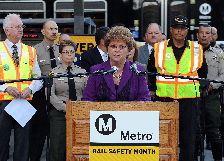 La Presidenta de la Junta de Directores de Metro Diane DuBois encabezó esta mañana la rueda de prensa sobre prevención de suicidios en la Línea Azul. Fot Juan Ocampo/Metro).