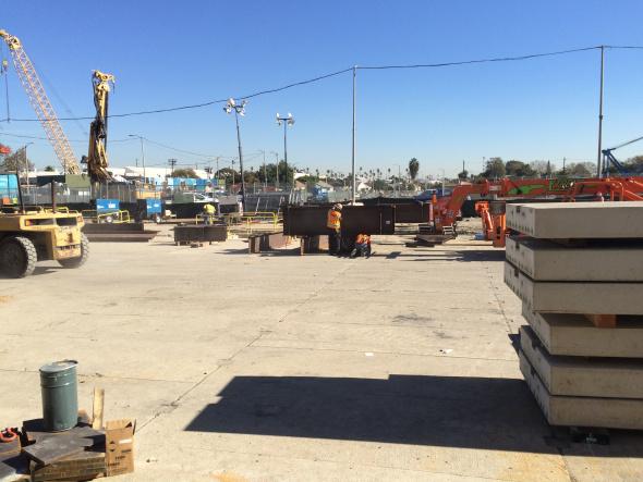 Vista general de Crenshaw Boulevard, entre Rodeo Road y Rodeo Place, donde se ha completado la instalación de la plataforma. Fotos: José Ubaldo/Metro.