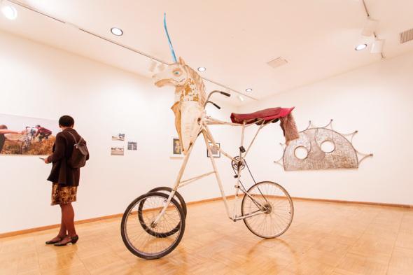 Foto: Chirss Ellis en el Nella Bicycle Art Show, 2013.