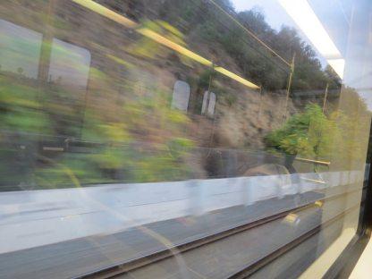 Vista  desde la ventana de un tren de la Línea Dorada.  Foto: Andy Nystrom via Flicker.