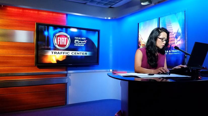 Ginger Chan, en el estudio de TV donde hace sus segmentos del tráfico.