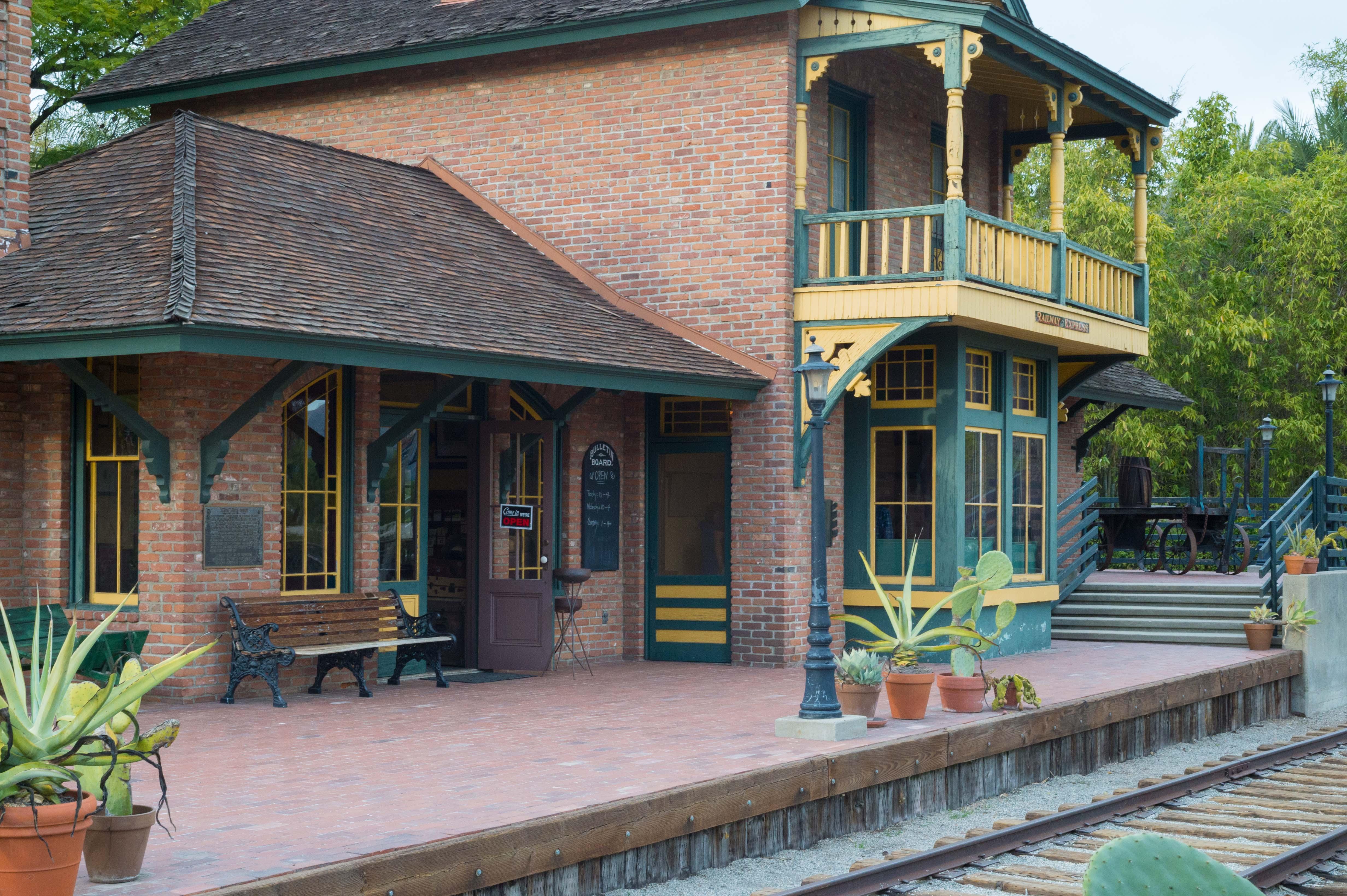 La vieja estación Sierra Madre, ubicada ahora en el Arboretum de Arcadia. Foto: Steve Hymon/Metro.