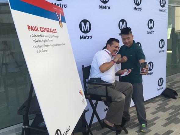 El medallista Paul Gonzalez en la estación El Monte. Foto: Gary Leonard.