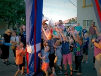 L16 10110 group  crowd kids adults utah state fair