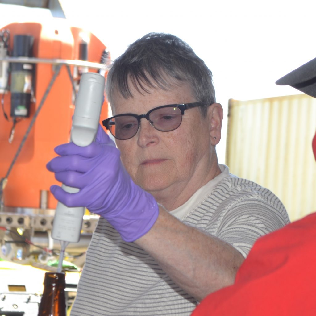 Julie Nelson, a professor at Grays Harbor College, and member of the UW Cabled Array team, shows UW Oceanography undergraduate student Amy Larsen how to process deep ocean water collected with the CTD. Credit: M. Elend, University of Washington, V18.