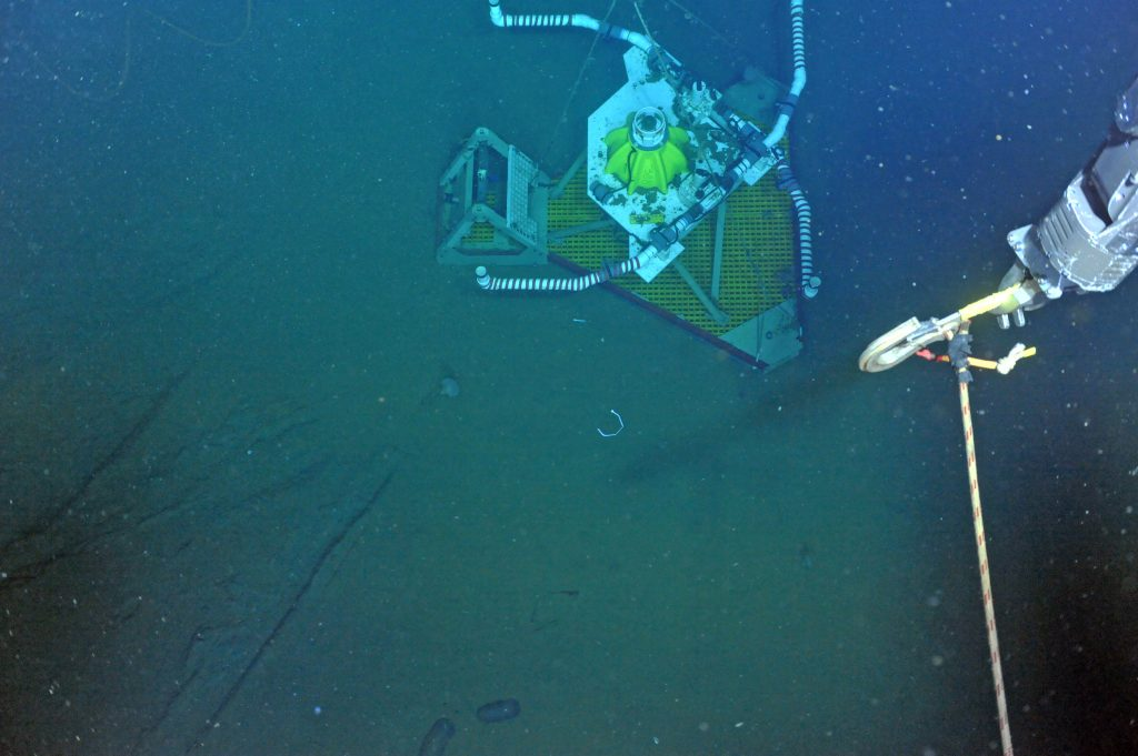The HPIES instrument at 2900 m water depth as it is about to be recovered by the ROV ROPOS during Leg 2 of the VISIONS'15 expedition. Credit: NSF-OOI/UW/ISS; V15.