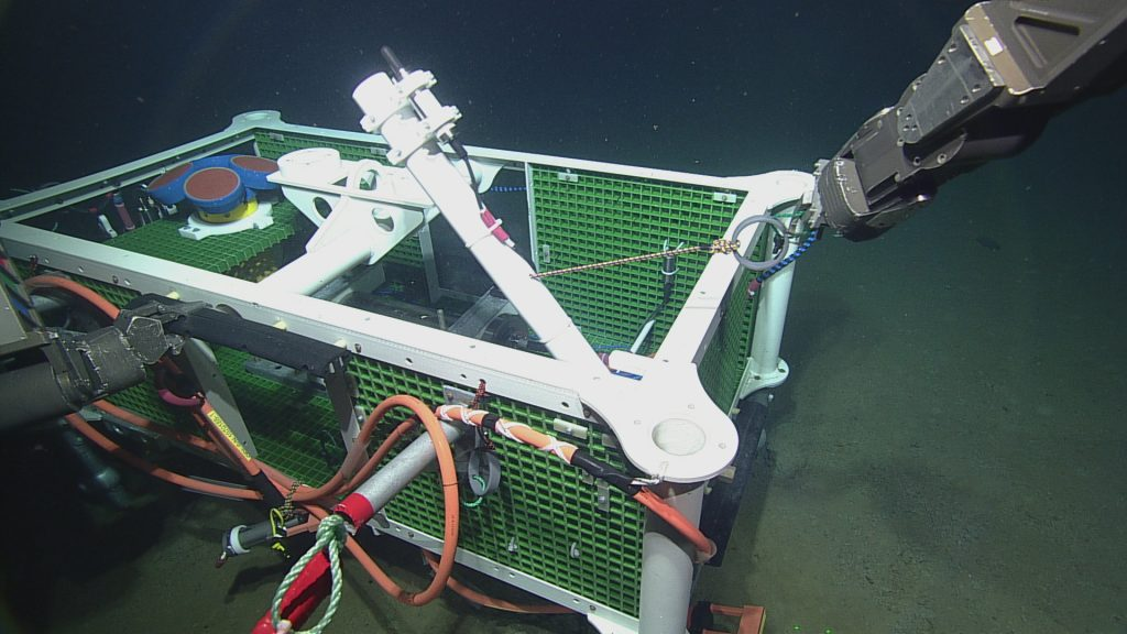 ROPOS lifting the broadband hydrophone mast on LJ01A into position.  Photo Credit: NSF-OOI/UW/CSSF; Dive 1735; V14.