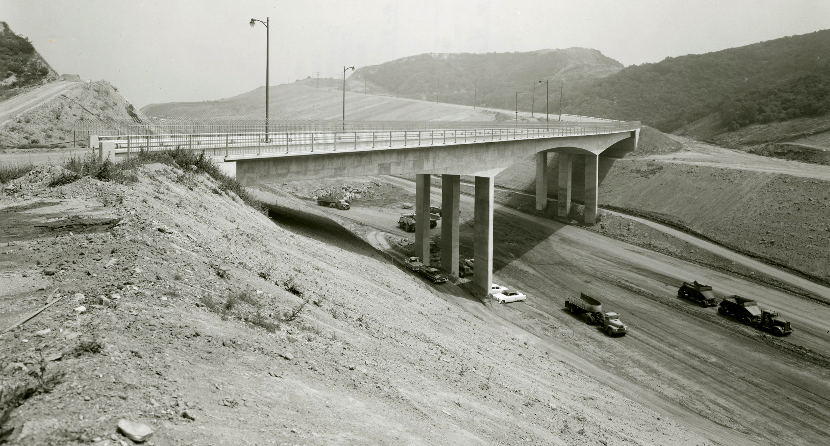 How the Mulholland Drive bridge was constructed - The Source