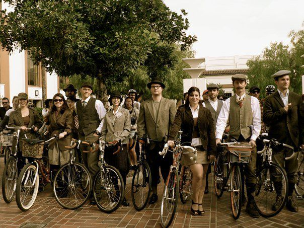 Tweed ride cyclists at Union Station