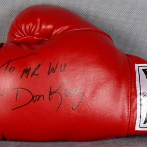 "Don King Signed Everlast Glove ""To Mr.Wu"""