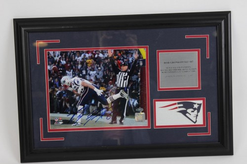 2011 Patriots - Rob Gronkowski Signed 14x22 Photo LE 7/87 Display - JSA