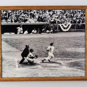 **SB**New York Yankees Joe DiMaggio Signed 16x20 Photo - JSA