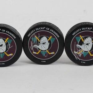 3 Signed Mighty Ducks Of Anahem Pucks Devante KARIYA-SELANNE Devante Smith-Pelly