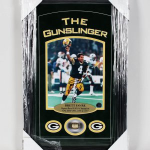 Packers-Brett Favre Signed-SB XXXI Champion 14x22 Ring Display (COA)