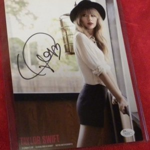 TAYLOR SWIFT SIGNED Promo PHOTO JSA CERTIFIED (Copy)