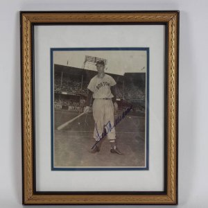 Boston Red Sox - Ted Williams Signed Vintage 8x10 Photo Display