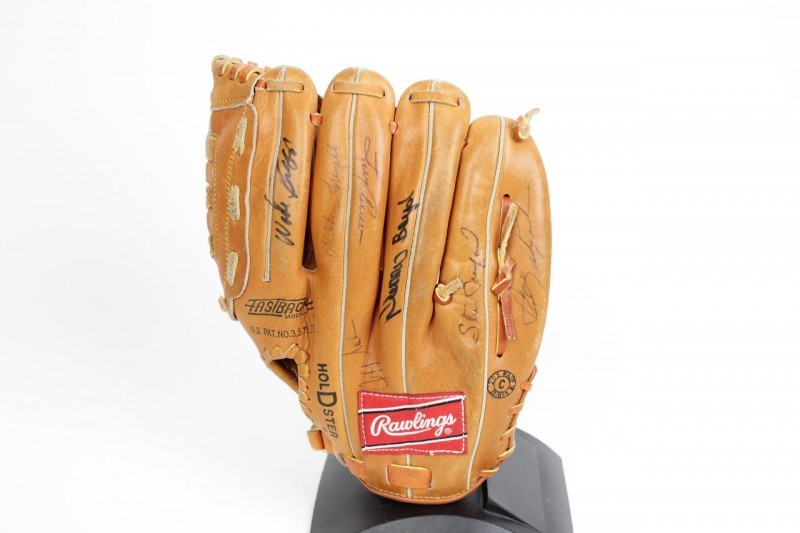 Boston Red Sox Rawlings RBG70 Model Glove Signed by 17 Players - JSA