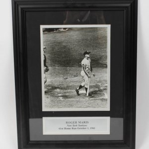 New York Yankees - Roger Maris Signed Autographed 8x10 Photo Display (PSA/DNA Full LOA)