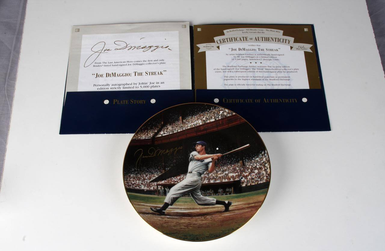 New York Yankees Joe Dimaggio Signed The Streak Limited Edition Plate 762 By Artist Stephen Gardner76111_01_lg