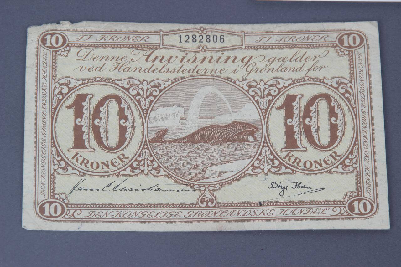 1950s Ten (10) Kroner Bill Note Greenland Illustration Feat. Whale Amidst the Icebergs Signed By Borge Ibseu80061_01_lg