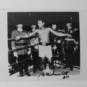 Muhammad Ali Signed 8x10 photo dated '89 COA JSA Auction Letter