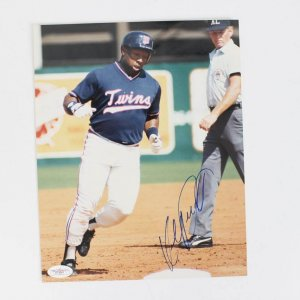Minnesota Twins - Kirby Puckett Signed 8x10 Photo