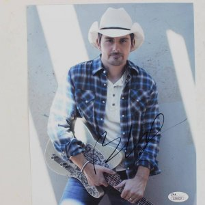 Country Singer Star - Brad Paisley Signed 8x10 Photo (JSA COA)