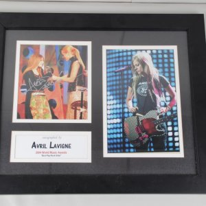 Rock Star - Avril Lavigne Signed 8x10 Photo Display COA 100% Authentic 9132