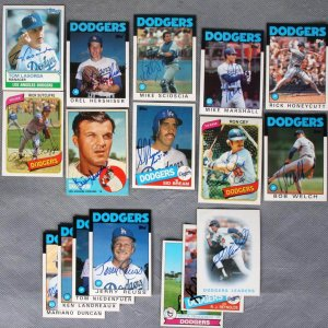 Los Angeles Dodgers - Signed Sports Card Lot of 17 - Tommy Lasorda