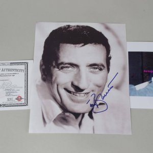 Tony Bennett Signed 8x10 Signed Color Photo ( Photo & Proof)