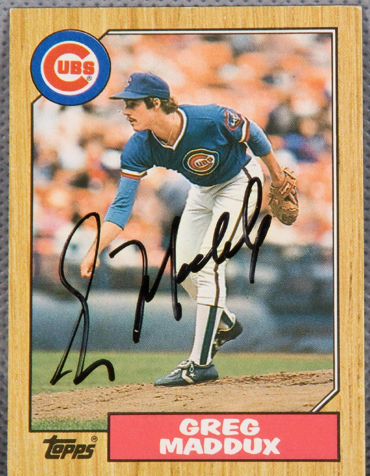 Greg Maddux Signed Rookie Topps Cubs Card