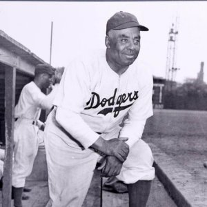 1945 Negro Leagues Brooklyn Brown Dodgers Oscar Charleston 16x20 Photo (Teenie Harris)