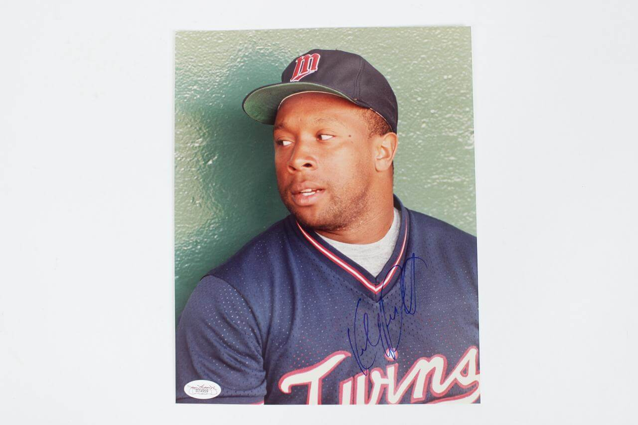 Minnesota Twins - Kirby Puckett Signed 8x10 Photo (JSA)