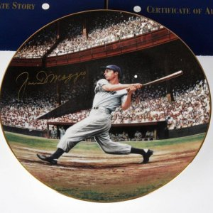 NY Yankees Joe DiMaggio Signed The Streak LE Plate By Stephen Gardner - COA
