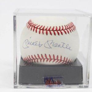 New York Yankees - Mickey Mantle Signed Baseball (PSA/DNA Graded NM-MT 8.5)