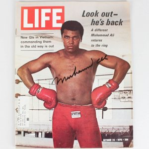 Muhammad Ali Signed Vintage 5 & 1/2 Signature Oct 23 1970 Life Magazine